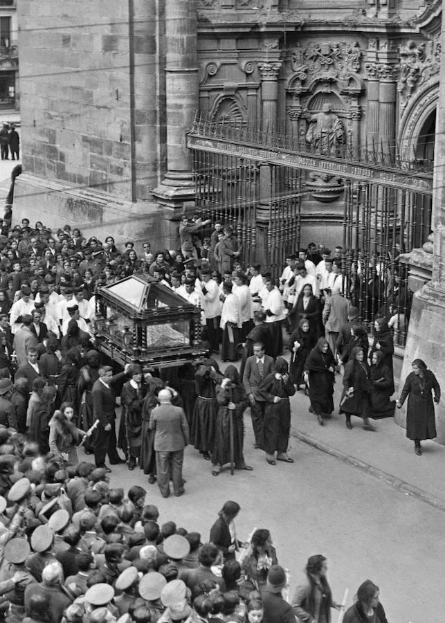 Salida del Sepulcro. Autor desconocido, 1935. (Archivo Casa de la Imagen- Logroño)