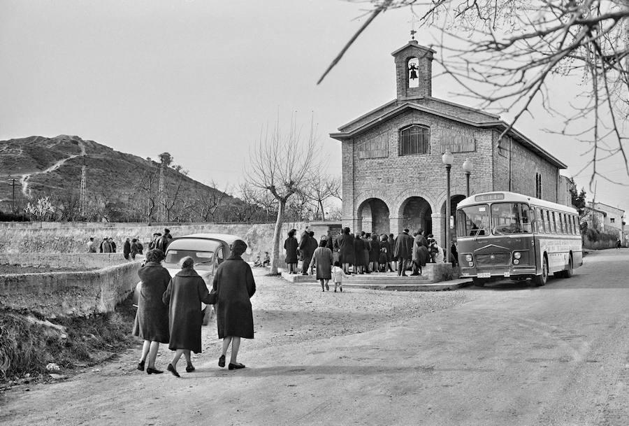 Ermita del Cristo del Humilladero en vísperas de Semana Santa. Teo Martínez, c. 1965 (Archivo Foto Teo)