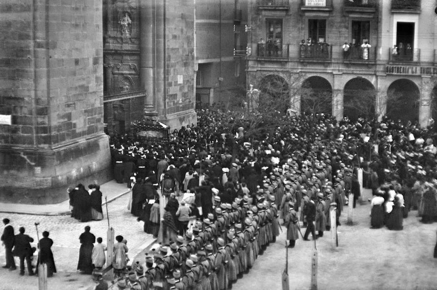 Salida del Sepulcro. Víctor Lorza, c. 1915 (Colección Lanchares-Barrasa)
